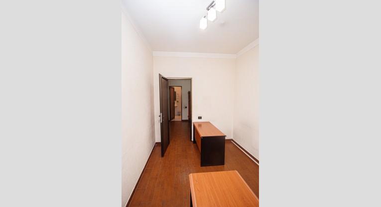 Ունիվերսալ  տարածք, 5 սենյակ
