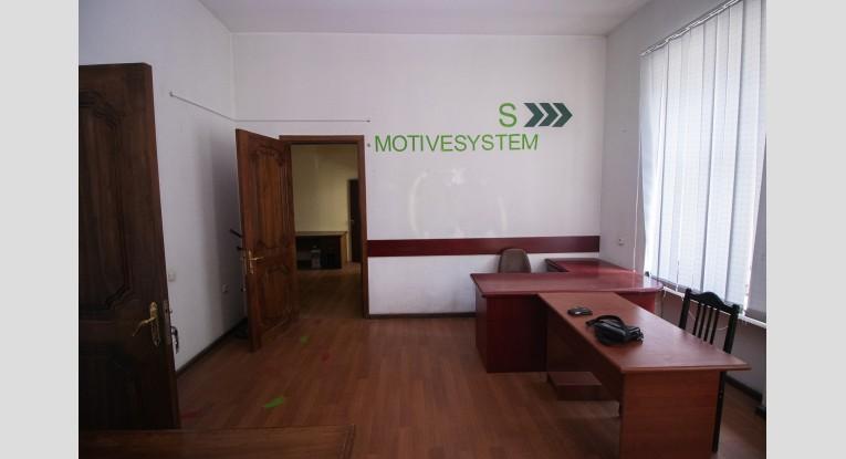Գրասենյակ բիզնես կենտրոնում, 4 սենյակ