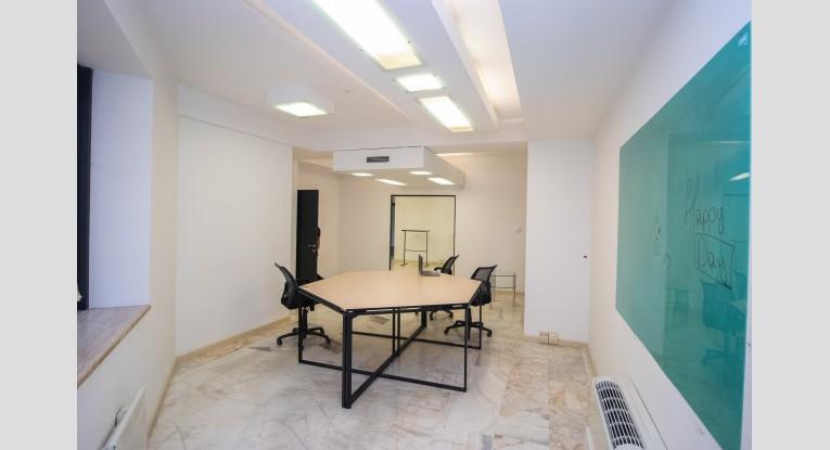 Գրասենյակ բիզնես կենտրոնում, 3 սենյակ